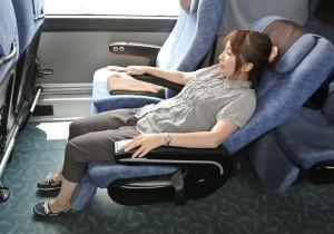 3列(2+1)・身長150cmの女性着席時