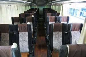 4列のびのび・車内の座席の並び