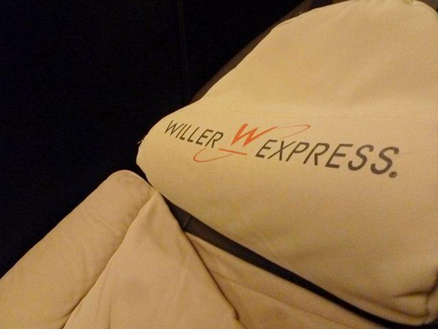 コクーン座席の枕・アップ