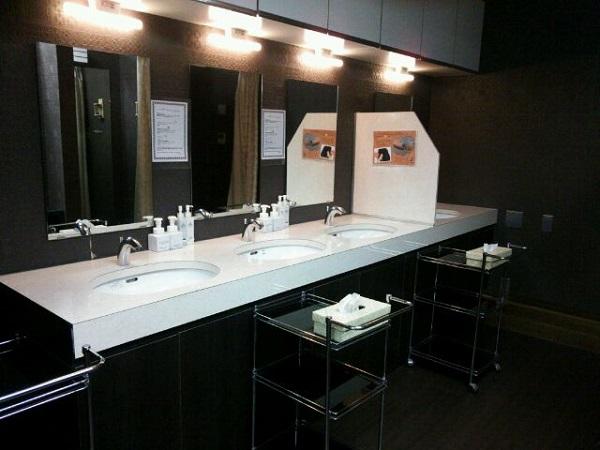 東京VIPラウンジ 男性化粧室2