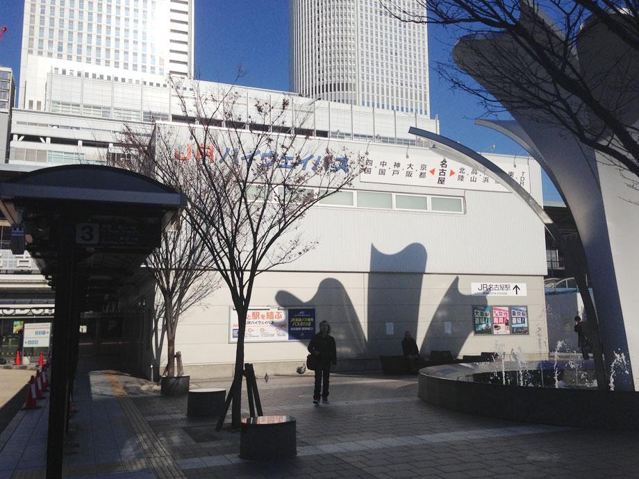ゆりの噴水と名古屋駅前JRバス乗り場