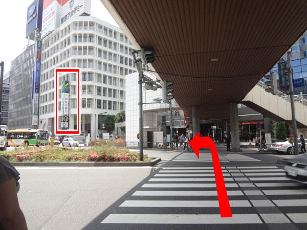 銀行 横断歩道
