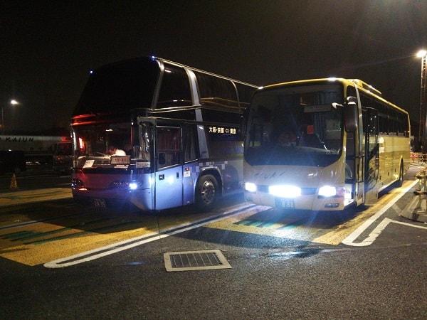休憩中の高速バス