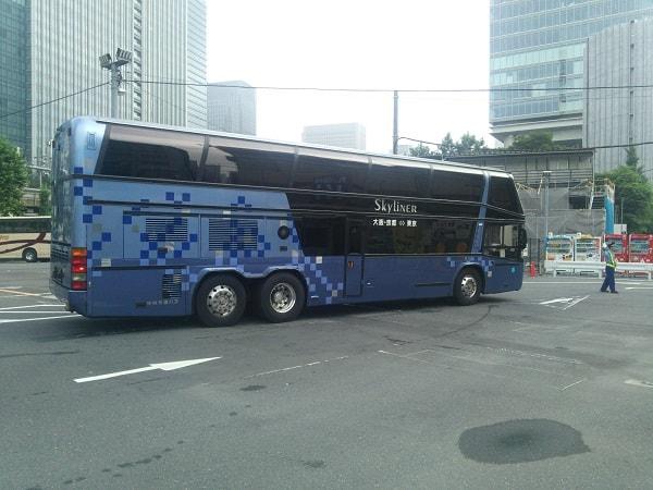 鍛冶橋駐車場の2階建てバス