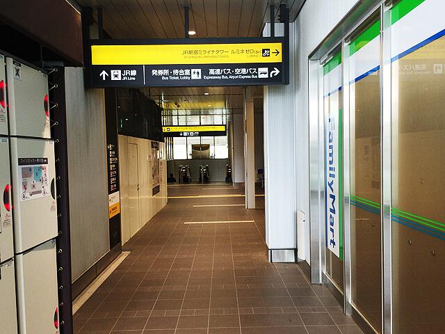 バスタ新宿4階ファミリーマート前コインロッカー