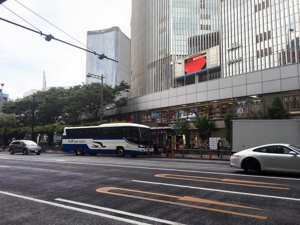銀座の成田行バス停 西銀座デパート前